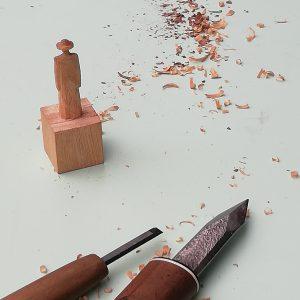 木彫アートを自分の手でつくる 「オレクトロニカアートセンター 路上活動実験室」
